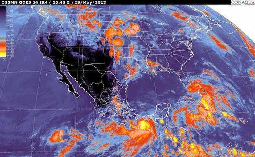 """Imagen de satélite que muestra el avance de la ahora tormenta tropical """"Bárbara"""" en el sureste de México. (SMN)"""