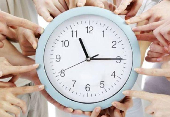 El cambio de hora requiere también una importante adaptación técnica en relojes digitales. (El País)