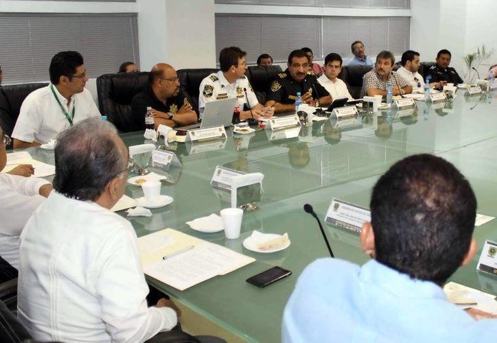 En la reunión, el secretario de Seguridad Pública planteó el operativo que aplicarán. (Milenio Novedades)