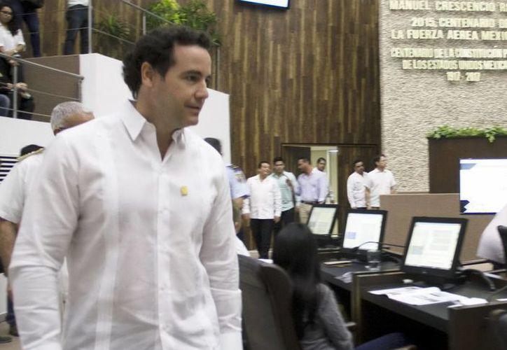 José  Goff Ailloud, titular de la Codhey, informó ante la LXI Legislatura local sobre su gestión durante el periodo de enero a diciembre de 2016.  (Foto cortesía)