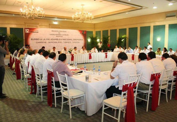 En la reunión regional, el PRI asumió una decisión histórica, luego  de recuperar la Presidencia. (Milenio Novedades)