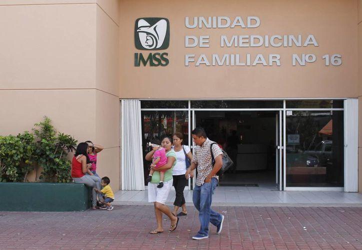 El área de planificación familiar del IMSS atiende a jóvenes para darles información sobre el tema y dotarlos de anticonceptivos. (Tomás Álvarez/SIPSE)