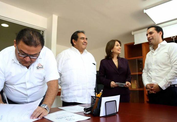 María de Lourdes Rosas Moya y el alcalde, Mauricio Vila Dosal, hablaron del  Catálogo de Políticas Públicas y Actos Gubernamentales del Municipio de Mérida que se presentó ayer. (Milenio Novedades)