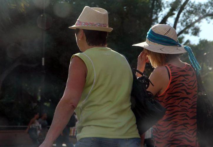 Algunos turistas pasaron apuros con las altas temperaturas en Yucatán. (José Acosta/SIPSE)