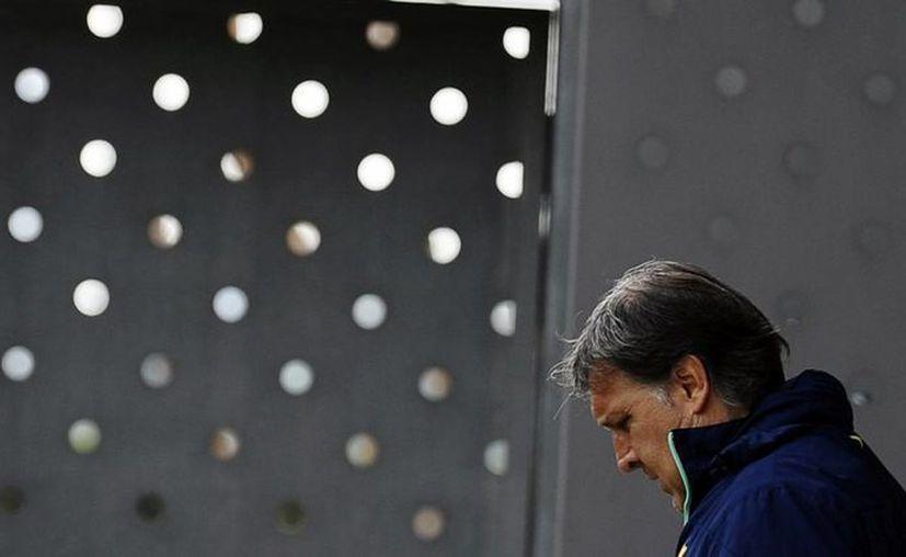 El 'Tata' Martino duda sobre quién acompañará a Messi en la delantera. (Foto: Agencias)