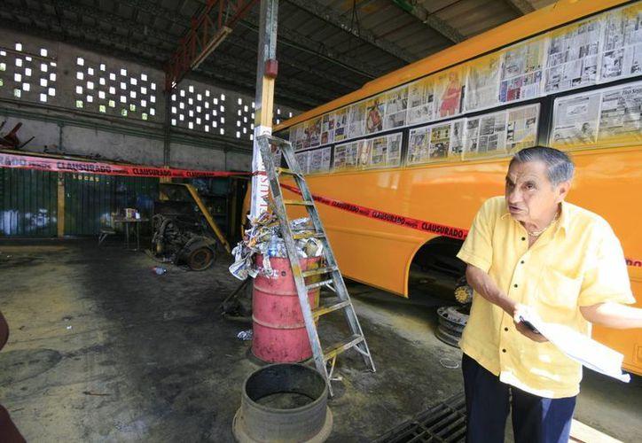 El dueño de Minis 2000, Rafael Canto Rosado, consideró la clausura como un atropello. (Jorge Sosa/SIPSE)