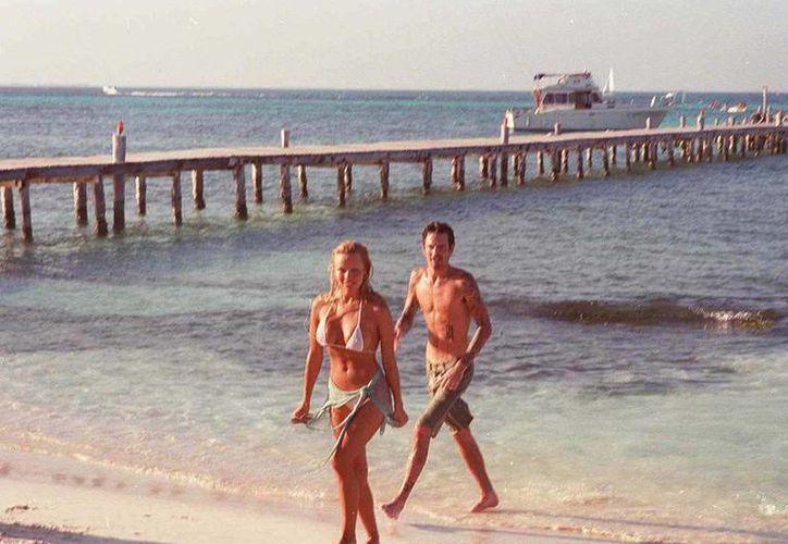 Pamena Anderson y Tommy Lee dieron el 'sí acepto' en Cancún en 1995. (revistavanityfair.es)