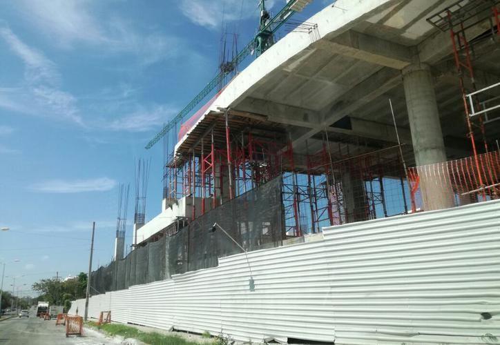 Dicho complejo comercial llevará por nombre 'Mi plaza Tizimín' y contará con cine, banco y un amplio estacionamiento. (SIPSE)