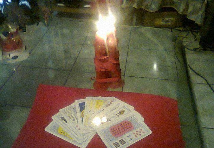 Algunas personas creen a pie de juntillas lo que 'dicen' las cartas. (Jorge Moreno/SIPSE)