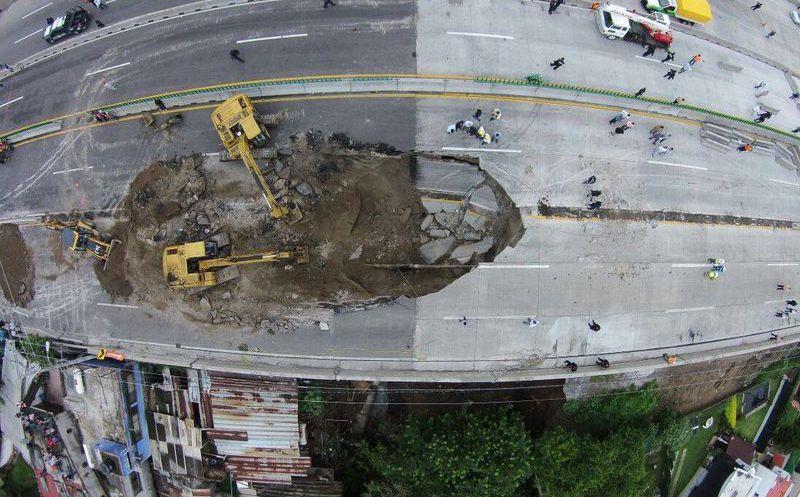 Resultado de imagen para mega socavón méxico cuernavaca
