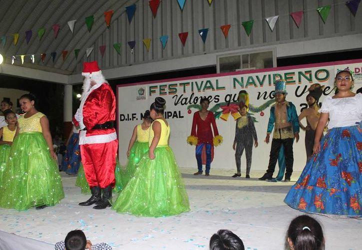 Las actividades se desarrollaron en el domo del parque principal. (Raúl Balam/SIPSE)
