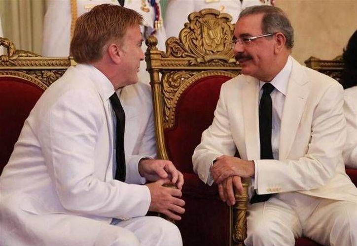 Imagen del 9 de diciembre de 2013, cuando el presidente de República Dominicana, Danilo Medina (der.), recibió las cartas credenciales como embajador de EU en el país, de James Walter Brewster. (Foto: http://lareforma.net)