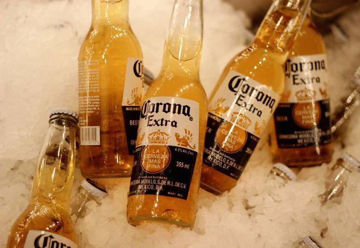 Los directivos de cerveceras mexicanas se dicen preocupados por los aranceles que Donald Trump pretende imponer a las marcas provenientes de México. (warp.la)