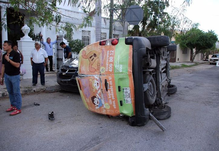 El accidente de la Colonia México dejó costosos daños para el empleado de un restaurante. (SIPSE)