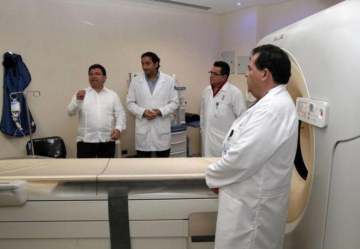 Ayer fue presentado el nuevo equipo para tomografías, para utilizarse en la Unidad de Imagenología del Hospital O'Horán. (SIPSE)