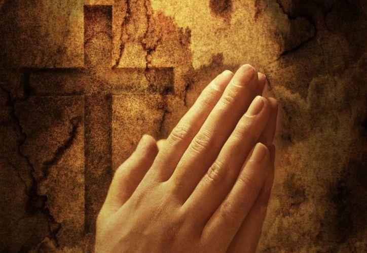 Jesús se nos presenta en el Evangelio como aquel que ora, da testimonio y es maestro de oración. (caminandoconjesusdelamano.com)