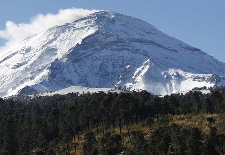 Se mantiene un radio de seguridad desde el cráter del Popocatépetl de unos 12 kilómetros. (Archivo/Notimex)