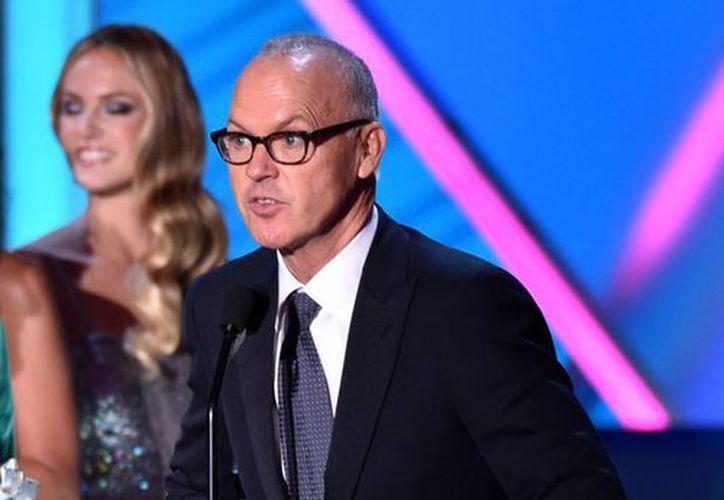 Michael Keaton durante su discurso tras recibir el primer Globo de Oro de su carrera por su interpretación en Birdman, de Alejandro González Iñárritu. (Foto: AP)