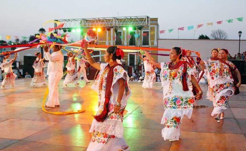 La 'Cabeza de Cochino' es considerada una de las piezas más coloridas y espectaculares de la jarana yucateca. (Notimex)