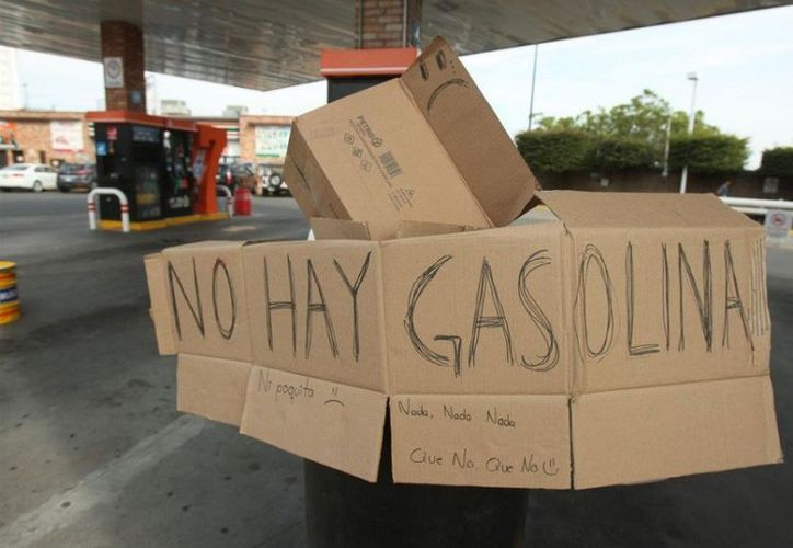 La Secretaría de Energía afirma que la falta de gasolina en algunos estados de México se debe a la logística de abasto para combatir el huachicoleo. (@Twitter)