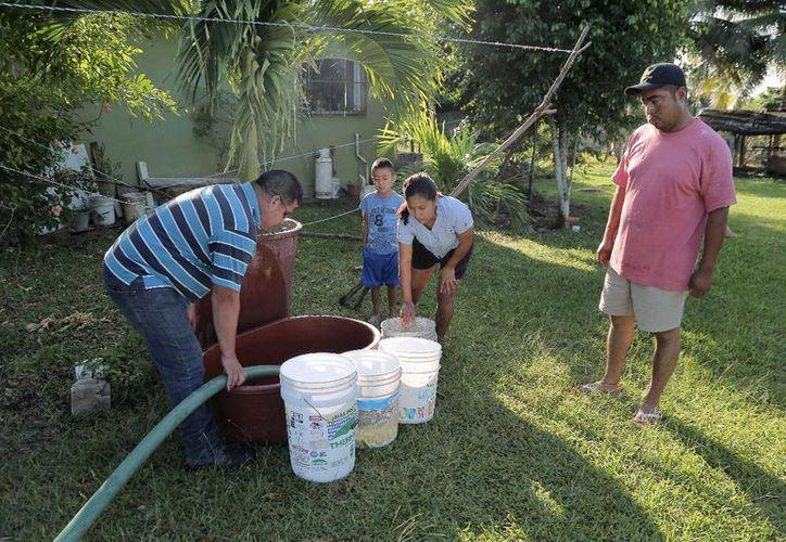 Robo de agua limita el suministro para las familias de Xul Há. (Foto: Jesús Ortiz/SIPSE)