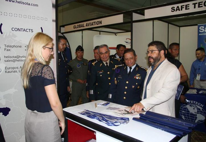 En el evento participan compañías dedicadas a la venta de equipos y servicios. (Tomás Álvarez/SIPSE)