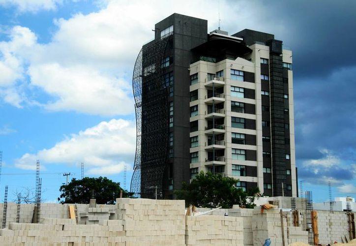La vivienda de tipo vertical se ha convertido en un elemento del paisaje urbano de Mérida. (José Acosta/SIPSE)