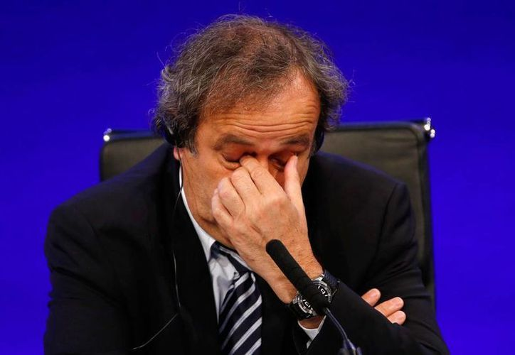 Michel Platini renunció a sus aspiraciones de dirigir la FIFA, tras la suspensión que le impuso el comité de Ética. (Archivo/AP)