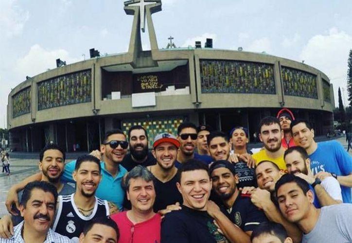 Jugadores y cuerpo técnico de la Selección Mexicana que buscará este viernes su pase directo a los Juegos Olímpicos de Río de Janeiro, visitaron este jueves a la Virgen de Guadalupe en la Basílica. (Instagram)