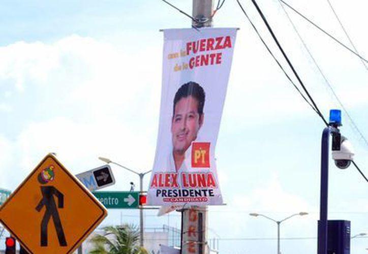 Ex candidatos ponen en marcha brigada para retirar propaganda de las calles (Tomás Álvarez/SIPSE)