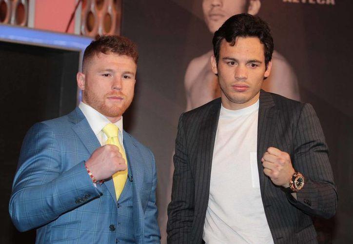 Saúl Álvarez y Julio César Chávez Jr. continúan con la promoción de la pelea de box, que se llevará a cabo el próximo 6 de mayo, en Las Vegas.(Notimex)
