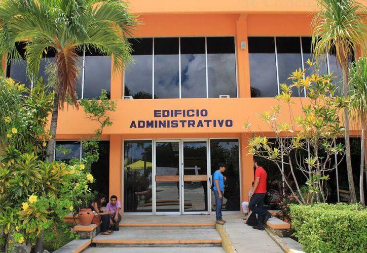 En el plantel educativo han egresado alrededor de cuatro mil 700 alumnos. (Jesús Tijerina/SIPSE)