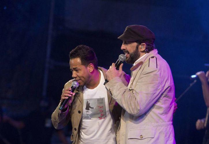 Juan Luis Guerra (d) y Romeo Santos son dos de los artistas dominicanos que han impulsado la internacionalización de la bachata, que ahora está por convertirse en patrimonio cultural nacional. (mangotvrd.com)