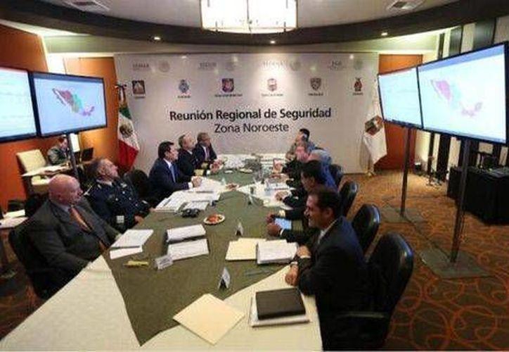 Osorio Chong sostuvo una reunión con los gobernadores de la zona noroeste para tratar temas de seguridad. (Twitter.com/@osoriochong)