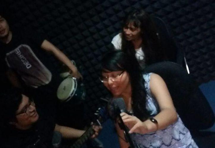 Un grupo multidisciplinario de artistas participa en la grabación de clips promocionales de la cultura maya en Chetumal. (Ángel Castill/SIPSE)