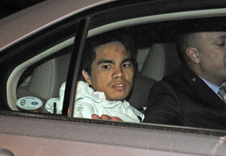 El detenido, Mingdong Chen, es trasladado al lugar de los hechos, para una reconstrucción del crimen. (Agencias)