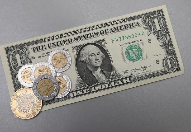 La moneda mexicana ha tenido varias caídas históricas en los últimos días, lo que ha obligado al banco de México a subastar dólares para frenar el desliz. Imagen de contexto. (Notimex)