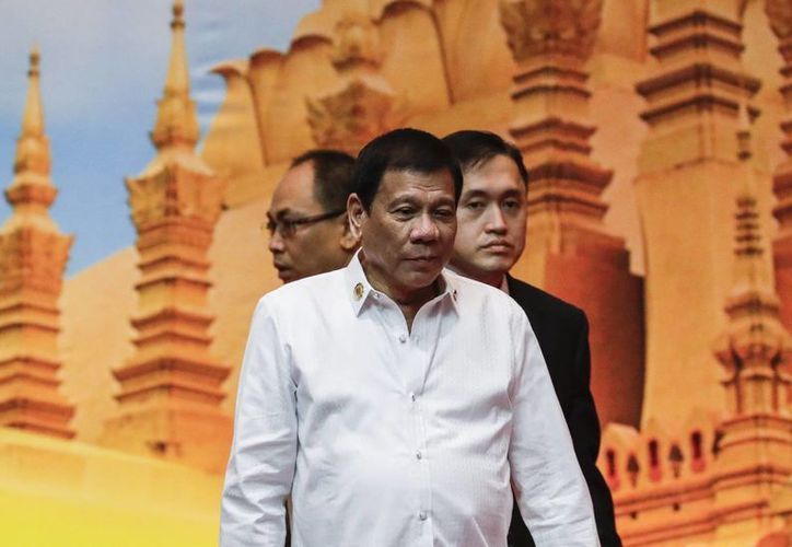 El presidente filipino, Rodrigo Duterte, al llegar a la cumbre de la Asociación de Naciones del Sudeste Asiático (Asean) en Vientián. (EFE)