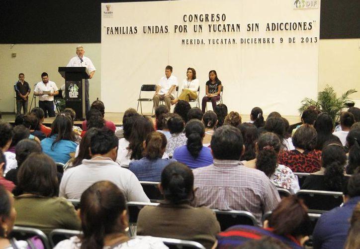 Durante la inauguración del evento, se indicó que el DIF Yucatán  ha dispuesto especial atención a la lucha contra las drogas, partiendo de reconocer la realidad del problema  y comprometiéndose con acciones. (Milenio Novedades)