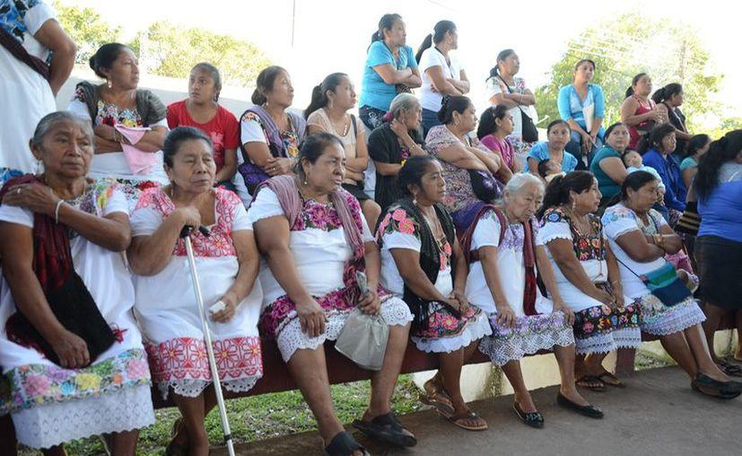 Varias de las mujeres practicantes son de la tercera edad y algunas han fallecido, sumado a que no hay quien las reemplace. (Jesús Caamal  / SIPSE)