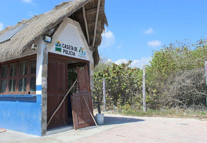 La mayoría de las casetas de vigilancia no cuentan con los servicios elementales en Tulum. (Foto: Sara Cauich)