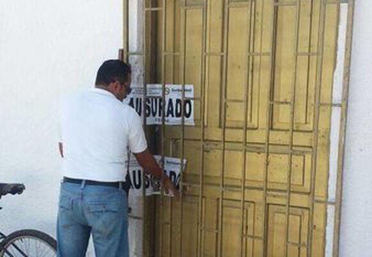 Autoridades locales clausuraron una terminal de autobuses que operaba ilegalmente. (Octavio Martínez/SIPSE)