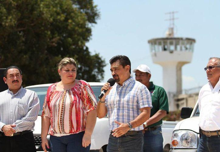 El subsecretario de Prevención y Seguridad Pública de Yucatán, Efraín Aguilar Góngora, encabezó la entrega de obras. (SIPSE)