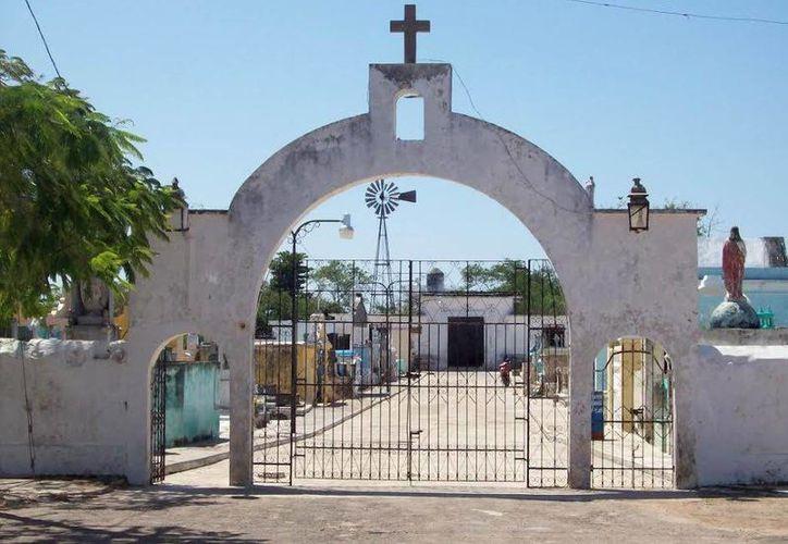 Fachada del cementerio de Izamal donde vieron a los niños fantasmas. (Jorge Moreno/SIPSE)