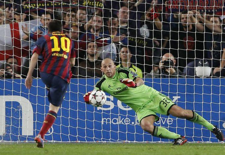 Messi abrió el marcador al marcar un penal por el centro de la portería defendidad por el veterano Abiati. (Agencias)