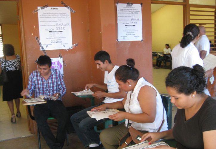 El capacitador electoral, tiene como función principal el sensibilizar, convencer y capacitar a los ciudadanos sorteados que participarán. (Javier Ortiz/SIPSE)