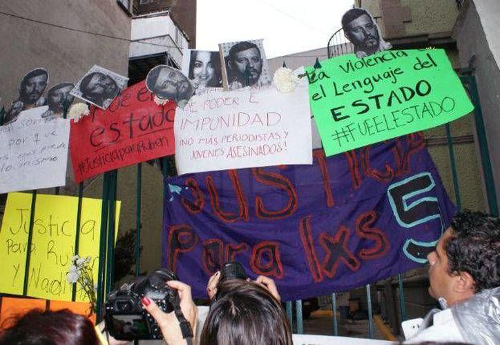 La muerte del fotógrafo Rubén Espinosa, cuyo cuerpo fue localizado junto al de cuatro mujeres, motivó sendas marchas en la Ciudad de México. (Twitter.com/@ManuVPC)