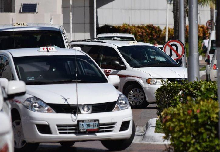 El sindicato de taxista Adolfo López Mateos cumple este 2016 sus 55 años de existencia. (Gustavo Villegas/ SIPSE)
