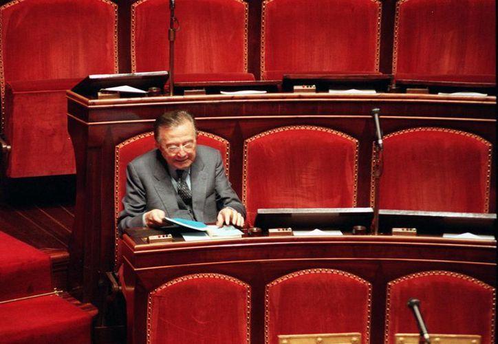 Giulio Andreotti fue senador vitalicio en Italia; la foto fue tomada en 1996. (Agencias/Archivo)