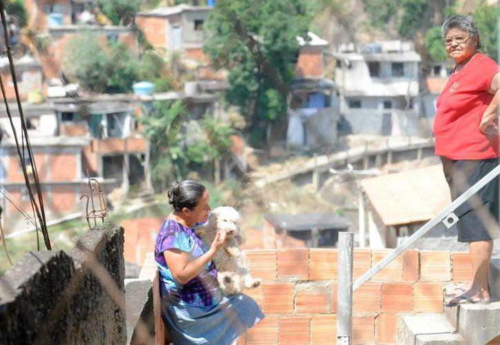 Imagen de una de las favelas en Río de Janeiro, Brasil, donde se iniciará el proyecto del BID y Coca-Cola. (EFE/Archivo)